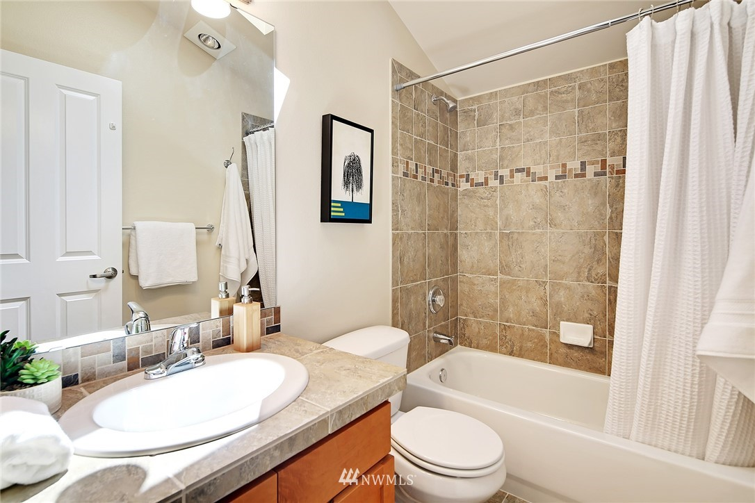 Sold Property   8405 8th Avenue NW #A Seattle, WA 98117 10