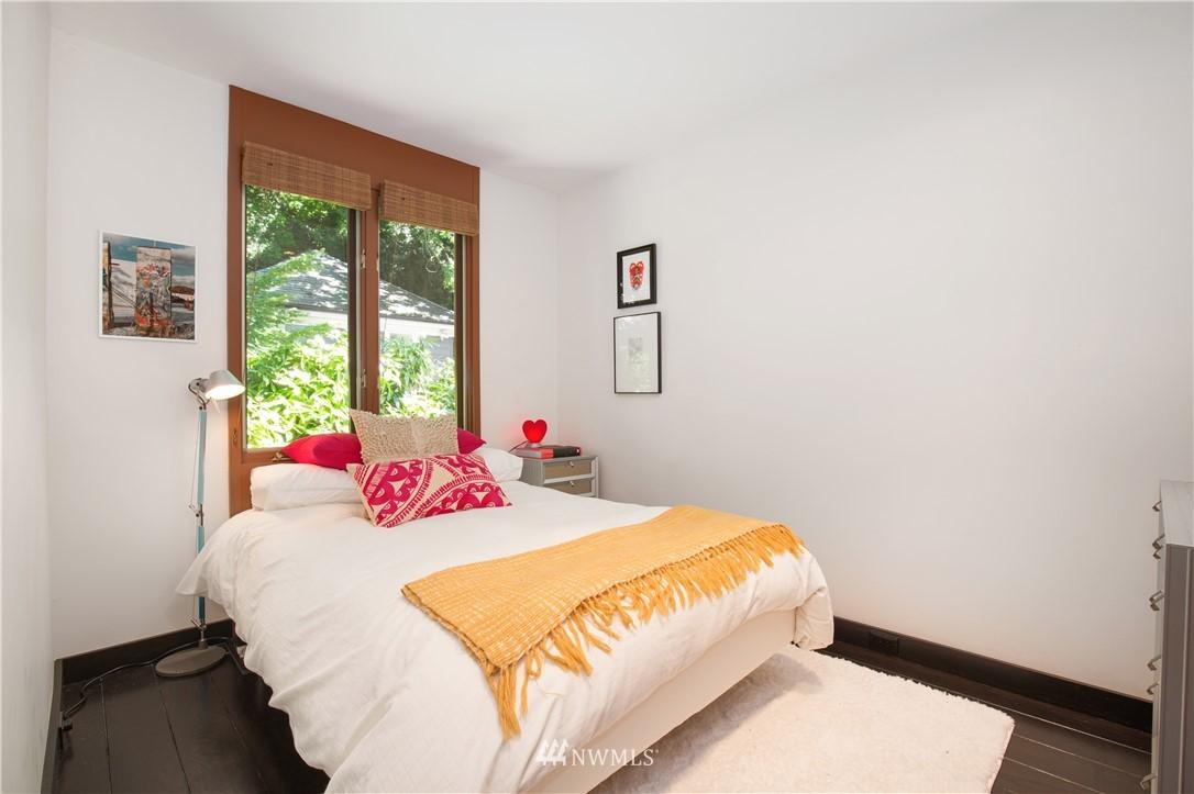 Sold Property   1217 Willard Avenue W Seattle, WA 98119 17