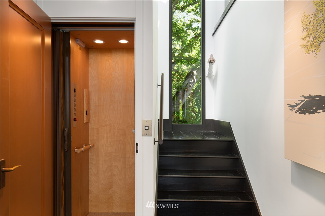 Sold Property   1217 Willard Avenue W Seattle, WA 98119 13