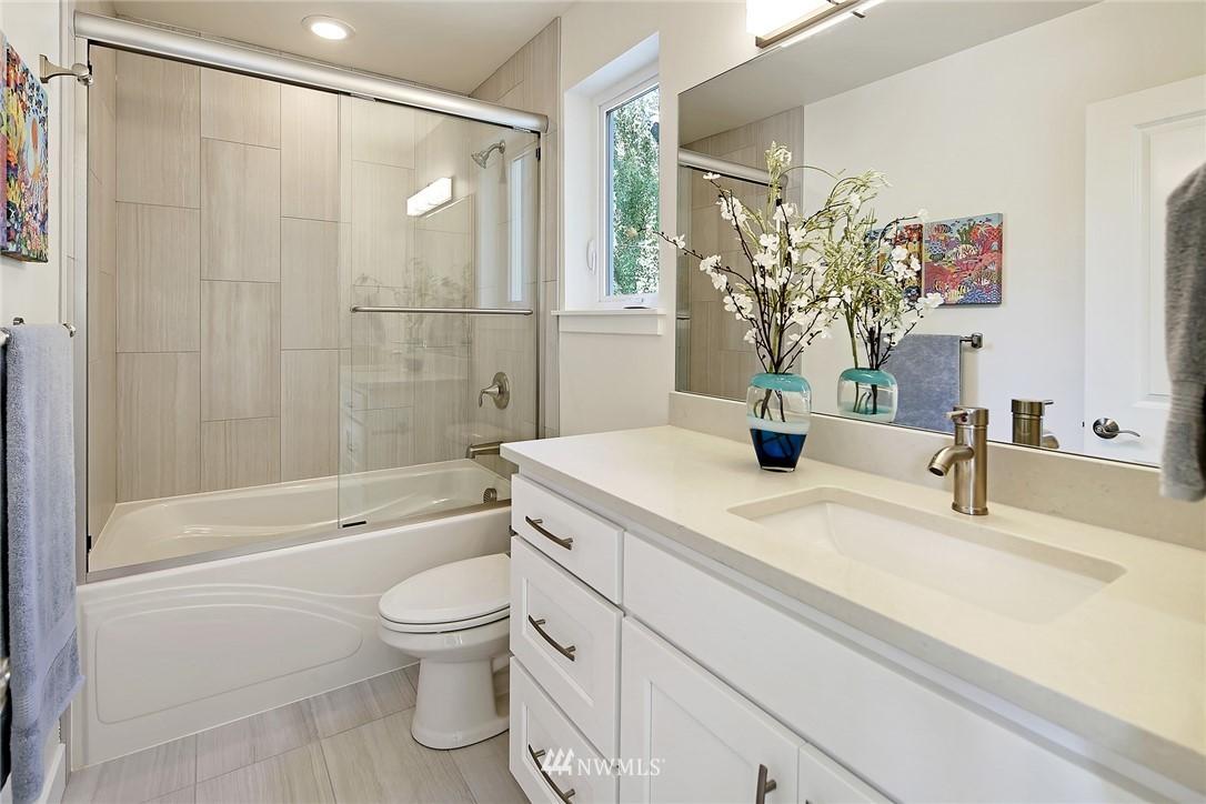 Sold Property   8246 17th Avenue NE Seattle, WA 98115 14