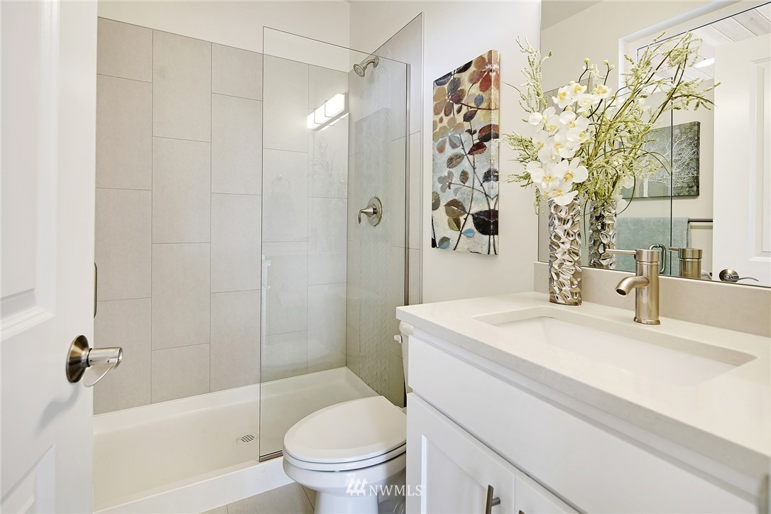 Sold Property   8246 17th Avenue NE Seattle, WA 98115 16