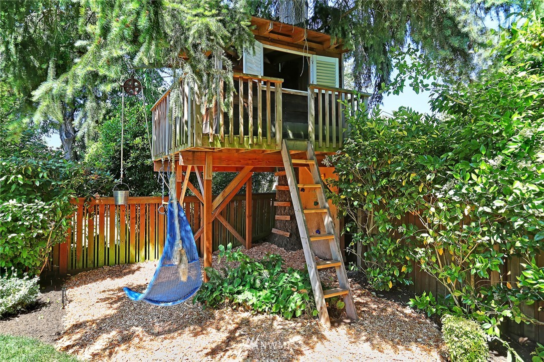 Sold Property | 6534 12th Avenue NW Seattle, WA 98117 25