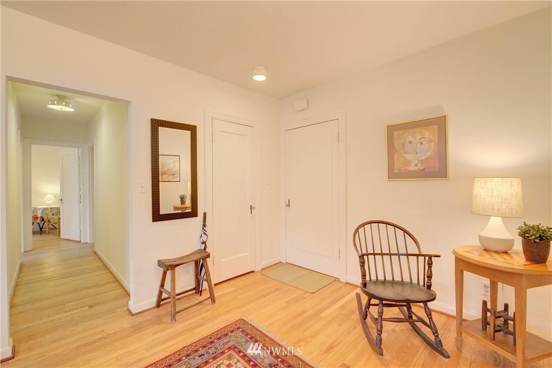 Sold Property | 5810 Cowen Place NE #306 Seattle, WA 98105 10