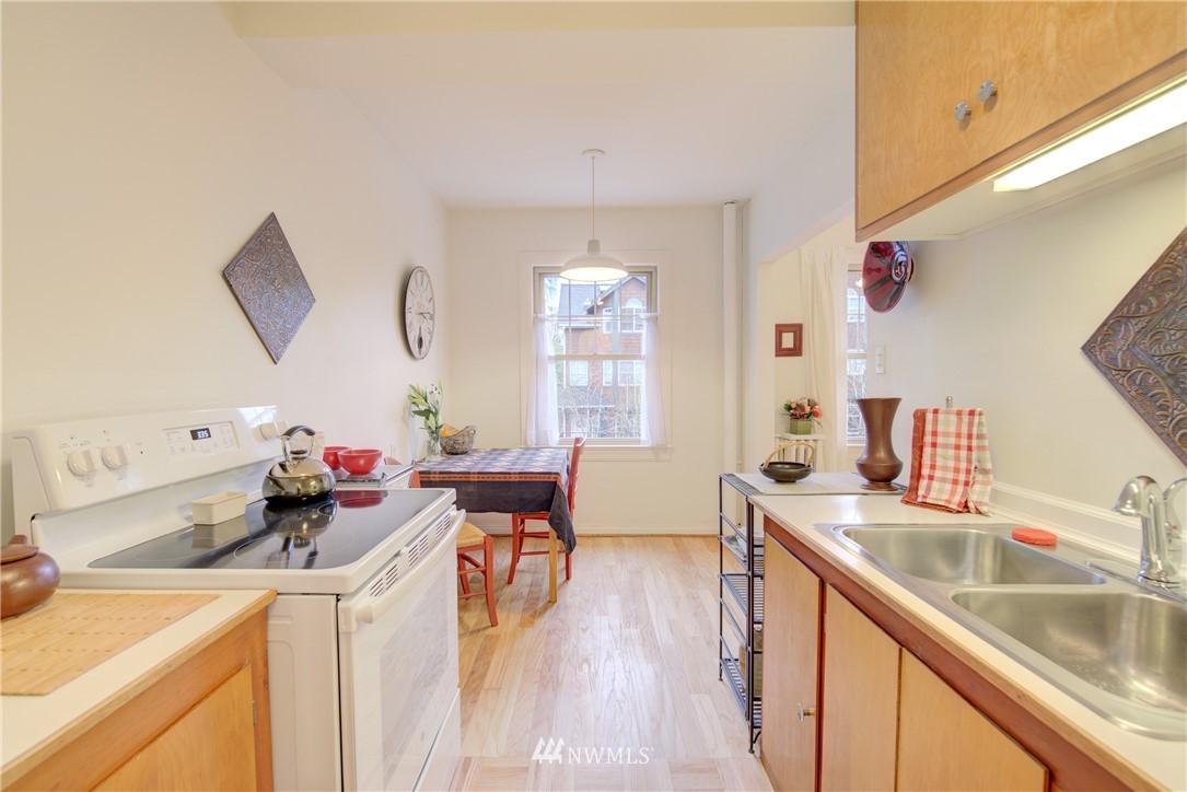 Sold Property | 5810 Cowen Place NE #306 Seattle, WA 98105 8