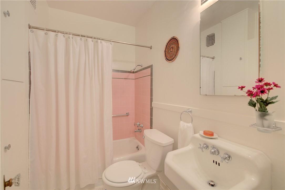 Sold Property | 5810 Cowen Place NE #306 Seattle, WA 98105 15