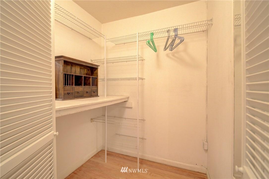 Sold Property | 5810 Cowen Place NE #306 Seattle, WA 98105 17