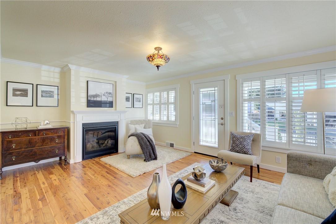 Sold Property | 8814 Burke Avenue N Seattle, WA 98103 4