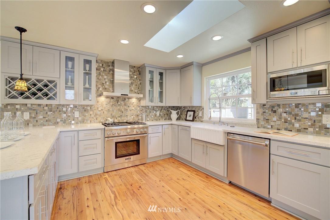 Sold Property | 8814 Burke Avenue N Seattle, WA 98103 5
