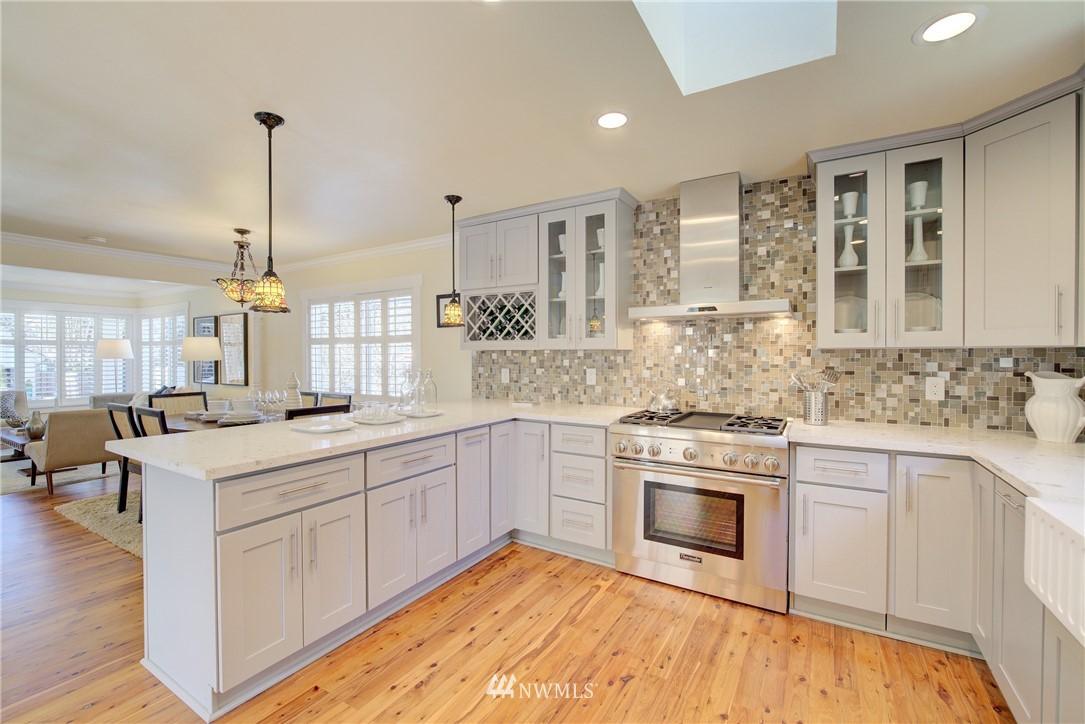 Sold Property | 8814 Burke Avenue N Seattle, WA 98103 6