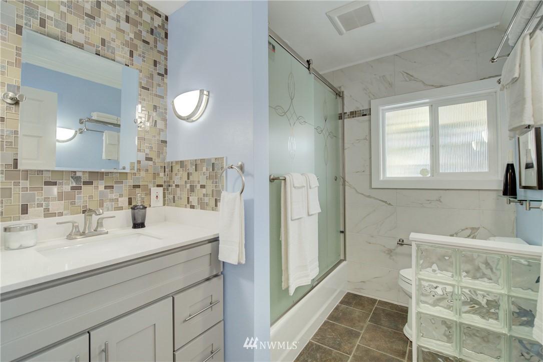 Sold Property | 8814 Burke Avenue N Seattle, WA 98103 9