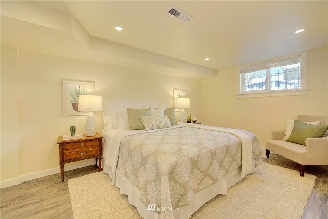 Sold Property | 8814 Burke Avenue N Seattle, WA 98103 11