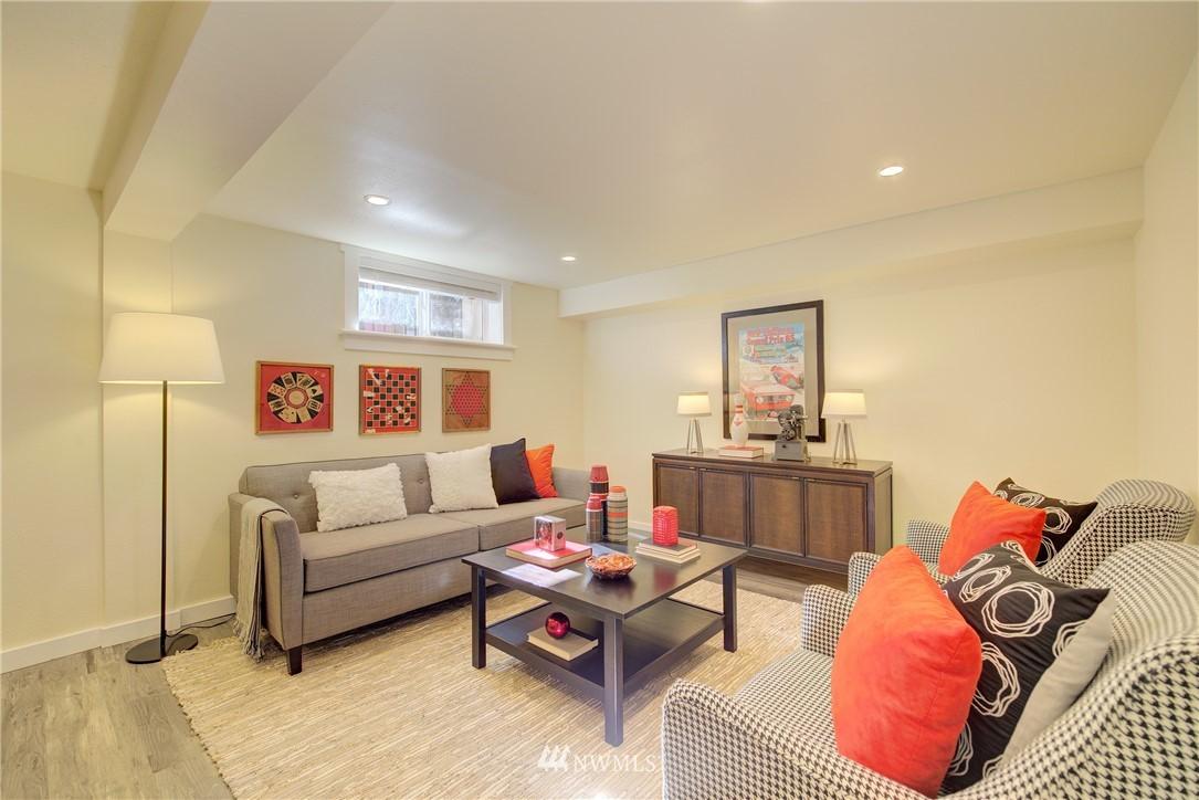 Sold Property | 8814 Burke Avenue N Seattle, WA 98103 13