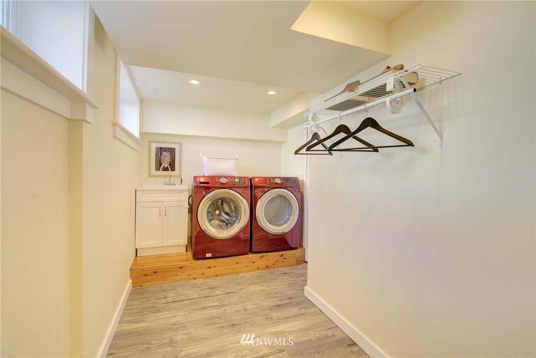 Sold Property | 8814 Burke Avenue N Seattle, WA 98103 15
