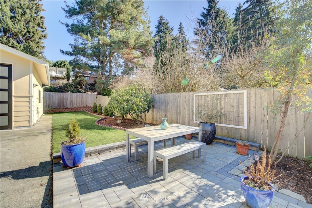 Sold Property | 8814 Burke Avenue N Seattle, WA 98103 17