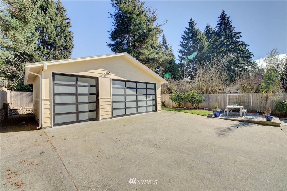 Sold Property | 8814 Burke Avenue N Seattle, WA 98103 18