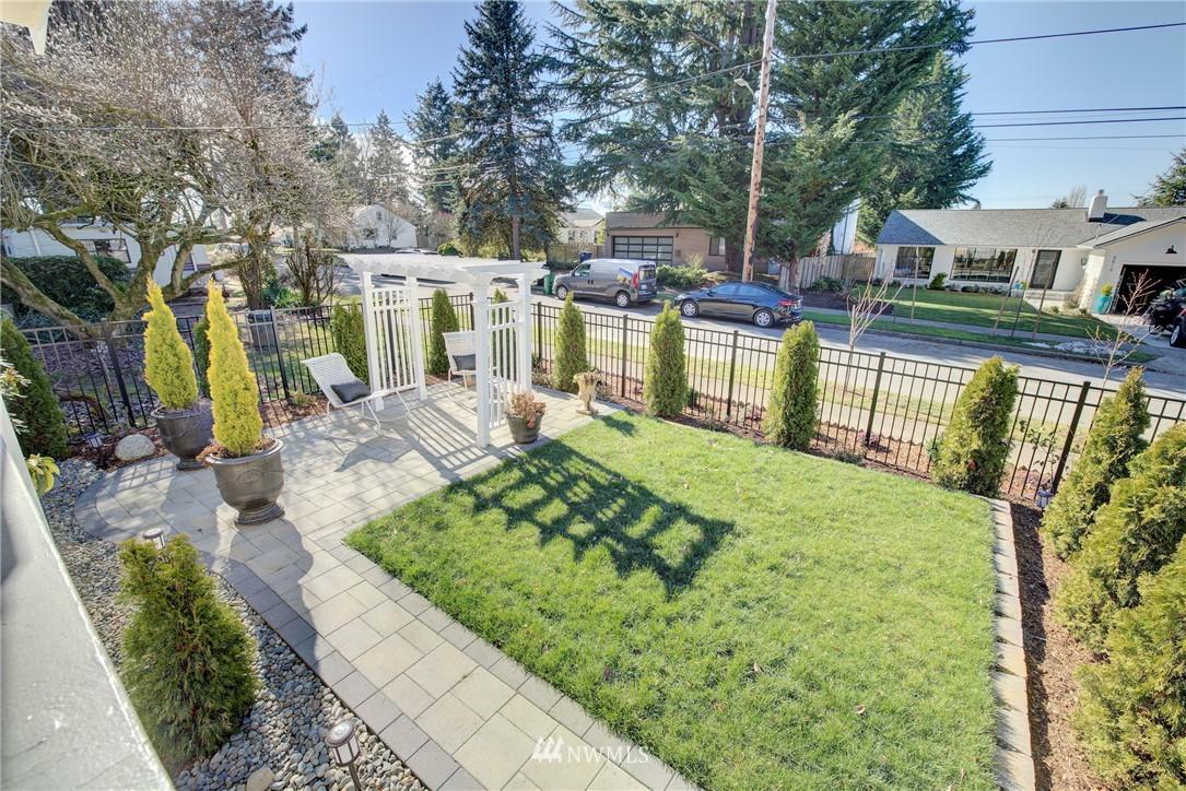 Sold Property | 8814 Burke Avenue N Seattle, WA 98103 19