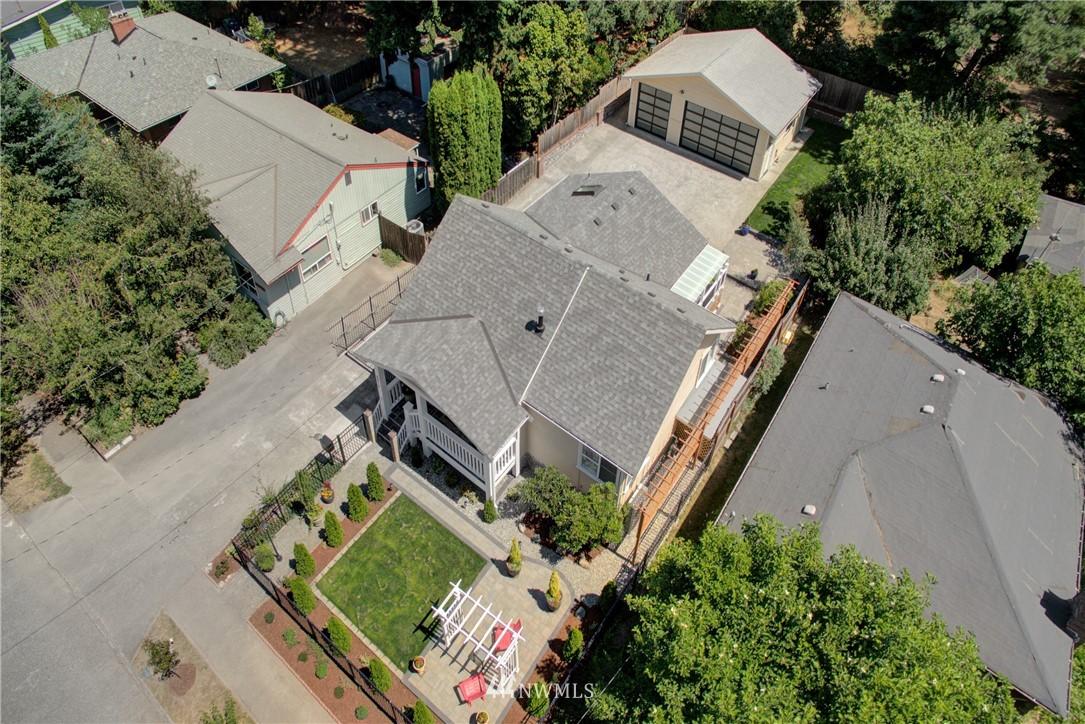 Sold Property | 8814 Burke Avenue N Seattle, WA 98103 23