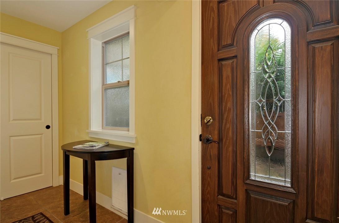 Sold Property | 6737 24th Avenue NW #B Seattle, WA 98117 3