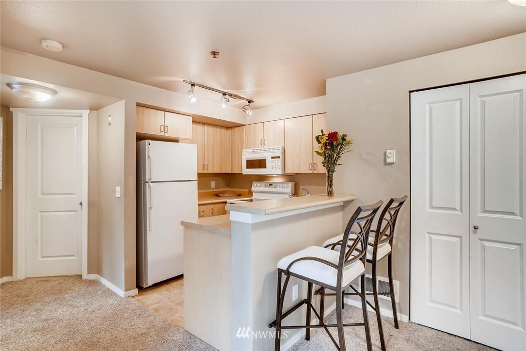 Sold Property | 8745 Greenwood Avenue N #405 Seattle, WA 98103 11