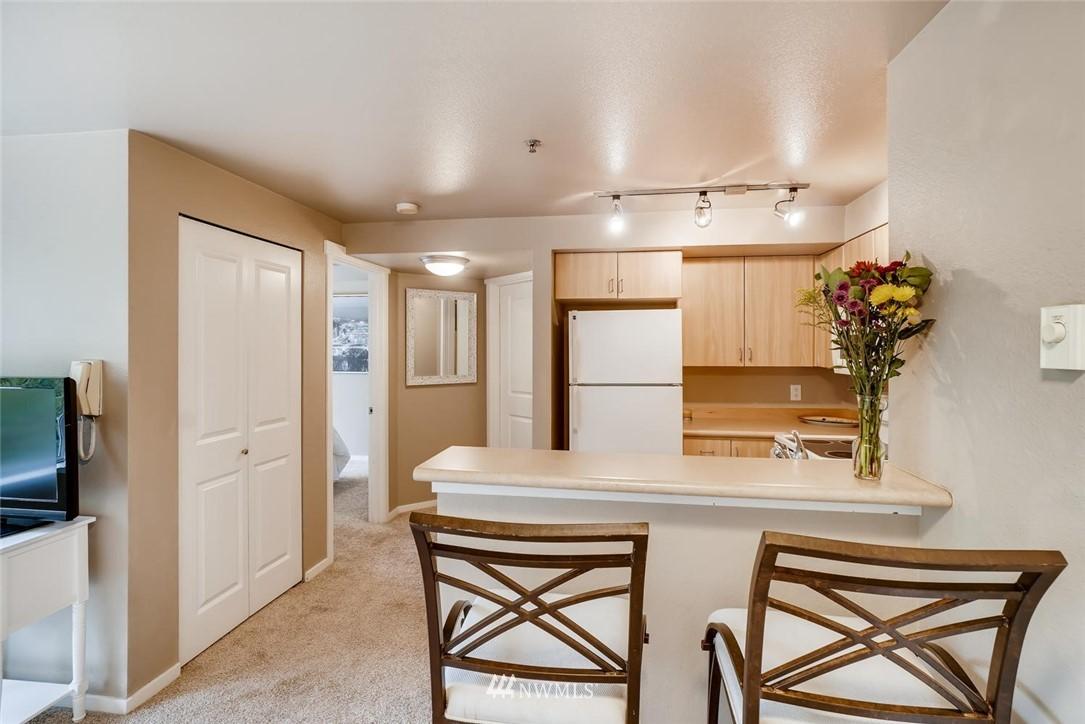 Sold Property | 8745 Greenwood Avenue N #405 Seattle, WA 98103 12