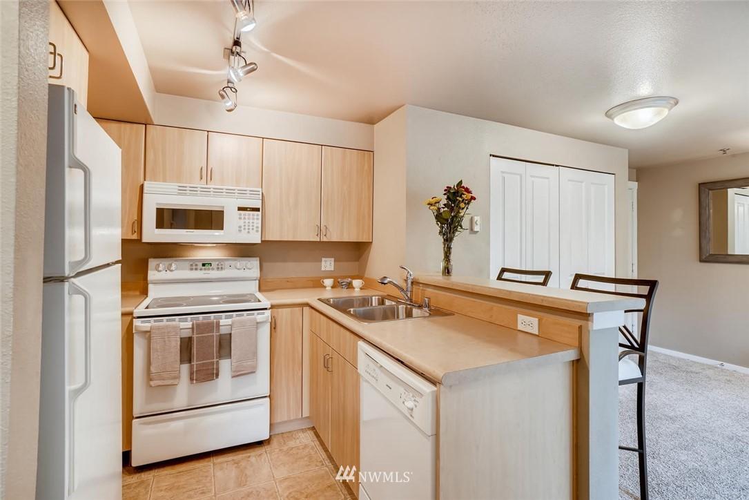 Sold Property | 8745 Greenwood Avenue N #405 Seattle, WA 98103 13