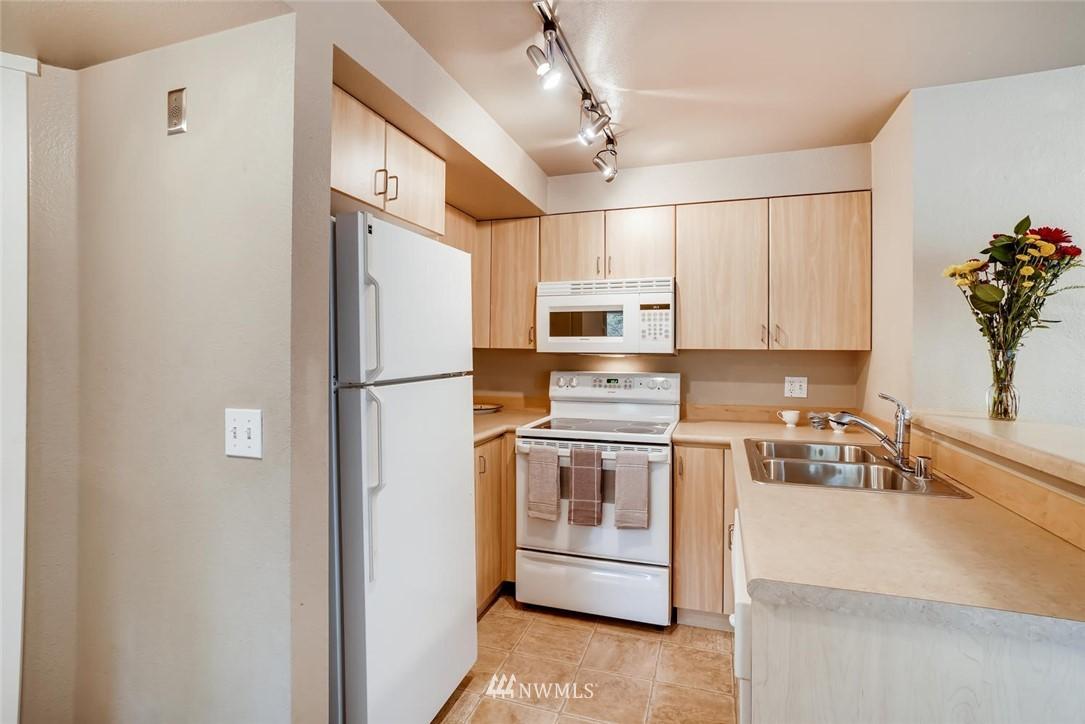 Sold Property | 8745 Greenwood Avenue N #405 Seattle, WA 98103 14