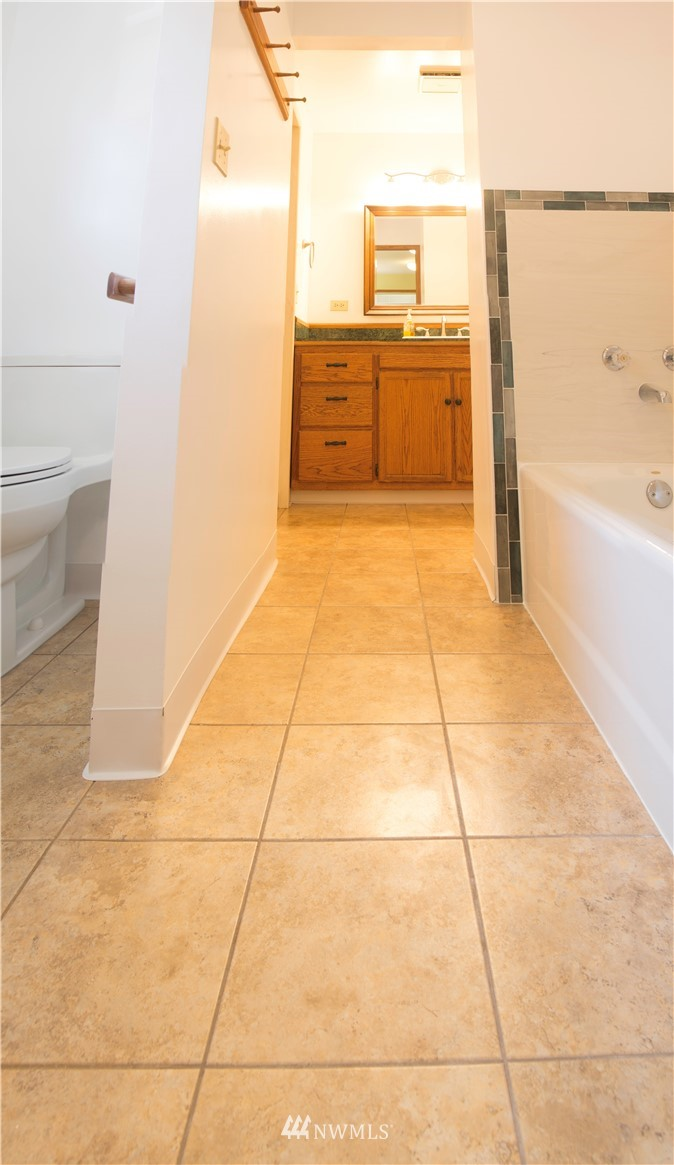 Sold Property | 10408 California Avenue SW Seattle, WA 98146 17