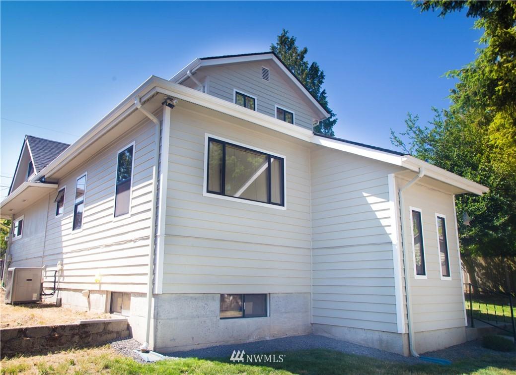 Sold Property | 10408 California Avenue SW Seattle, WA 98146 3