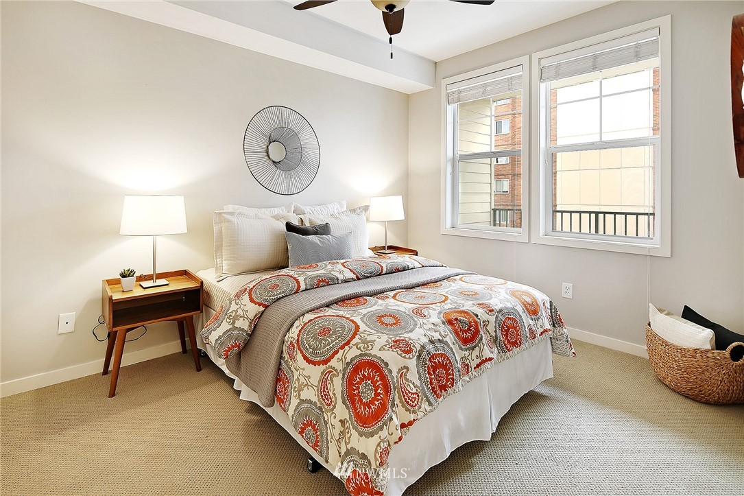 Sold Property | 530 4th Avenue W #406 Seattle, WA 98119 7