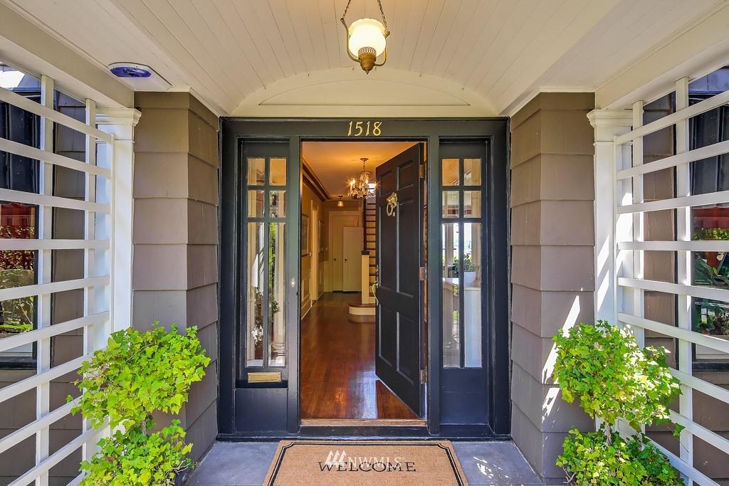 Sold Property | 1518 4th Avenue N Seattle, WA 98109 2