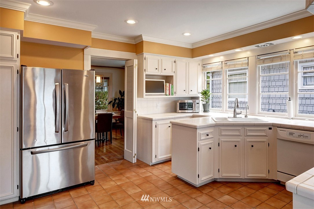 Sold Property | 1518 4th Avenue N Seattle, WA 98109 6