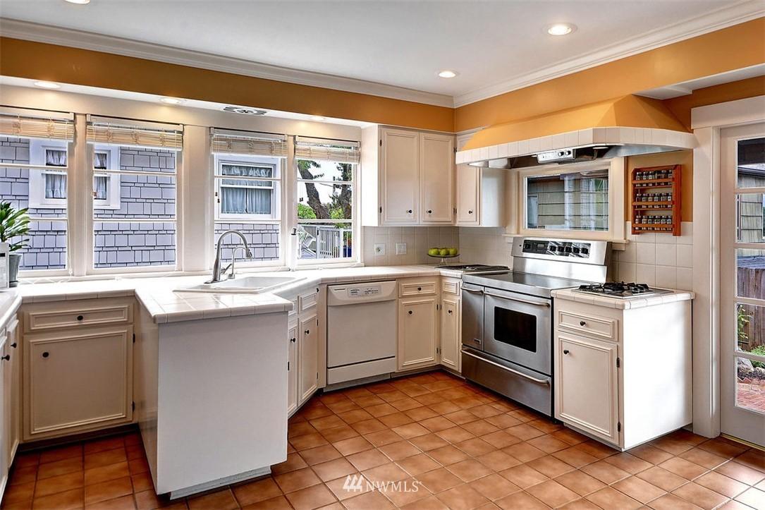 Sold Property | 1518 4th Avenue N Seattle, WA 98109 7