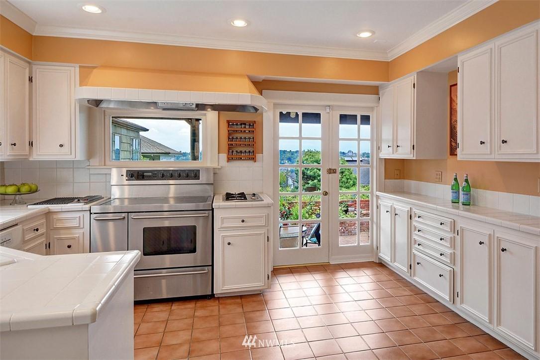 Sold Property | 1518 4th Avenue N Seattle, WA 98109 8