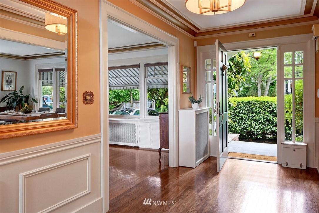 Sold Property | 1518 4th Avenue N Seattle, WA 98109 3