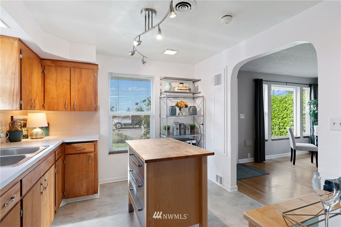 Sold Property   11148 Beacon Avenue S Seattle, WA 98178 8