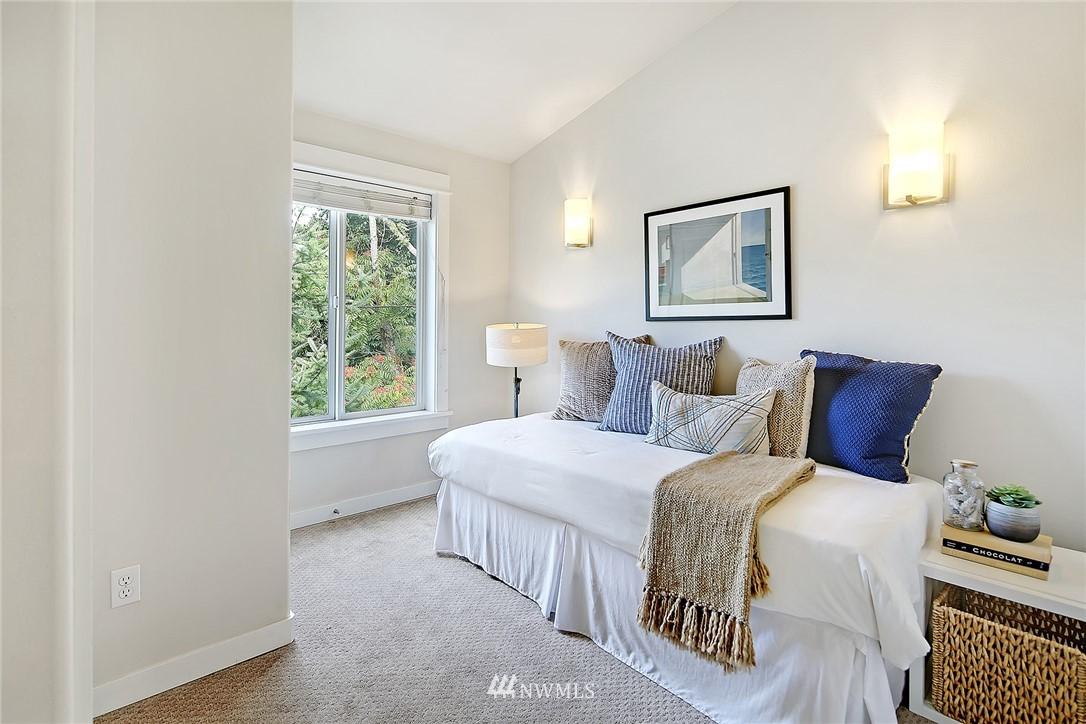 Sold Property   4614 Interlake Avenue N Seattle, WA 98103 8