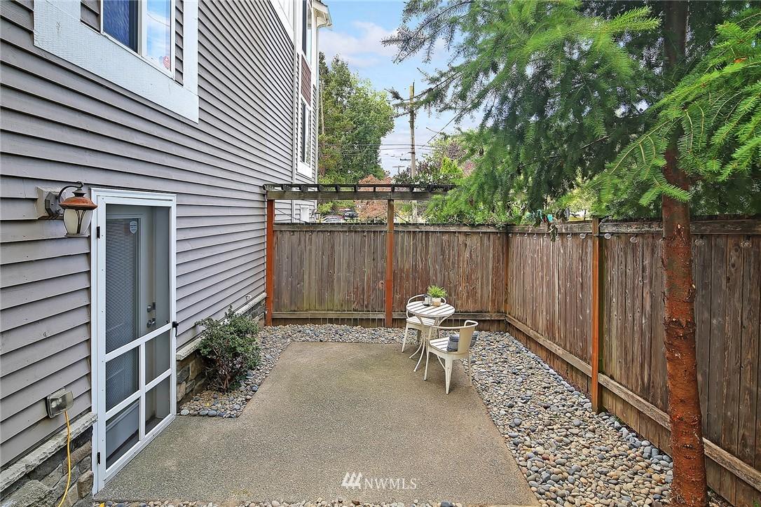 Sold Property   4614 Interlake Avenue N Seattle, WA 98103 10