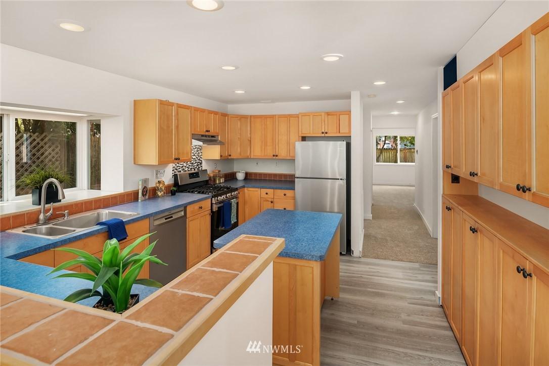 Sold Property | 11511 19th Avenue NE Seattle, WA 98125 8