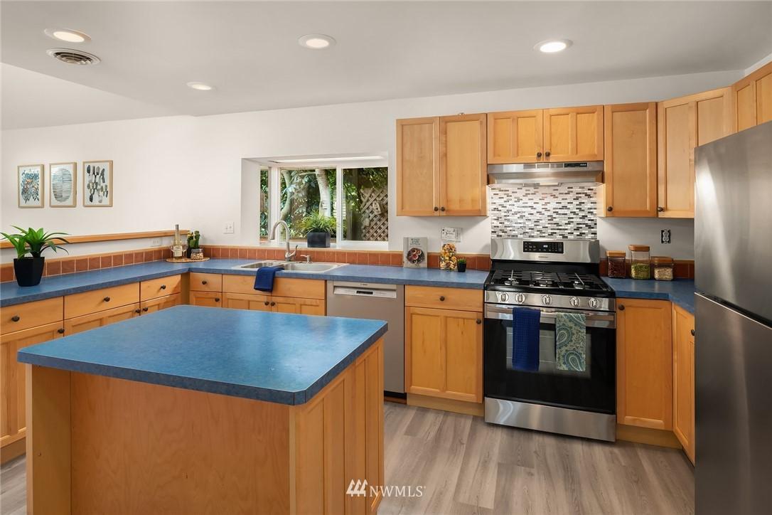 Sold Property | 11511 19th Avenue NE Seattle, WA 98125 10