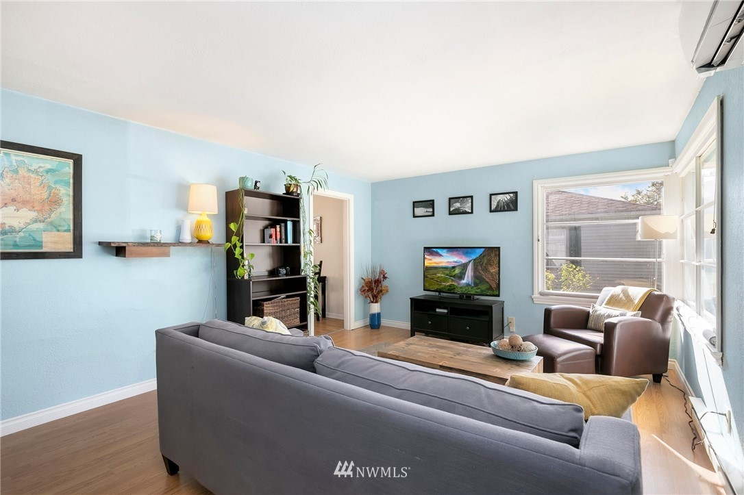 Sold Property   11332 12th Avenue NE Seattle, WA 98125 3