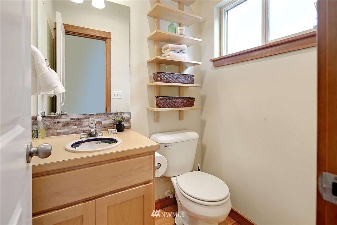 Sold Property   9242 Interlake Avenue N #C Seattle, WA 98103 6