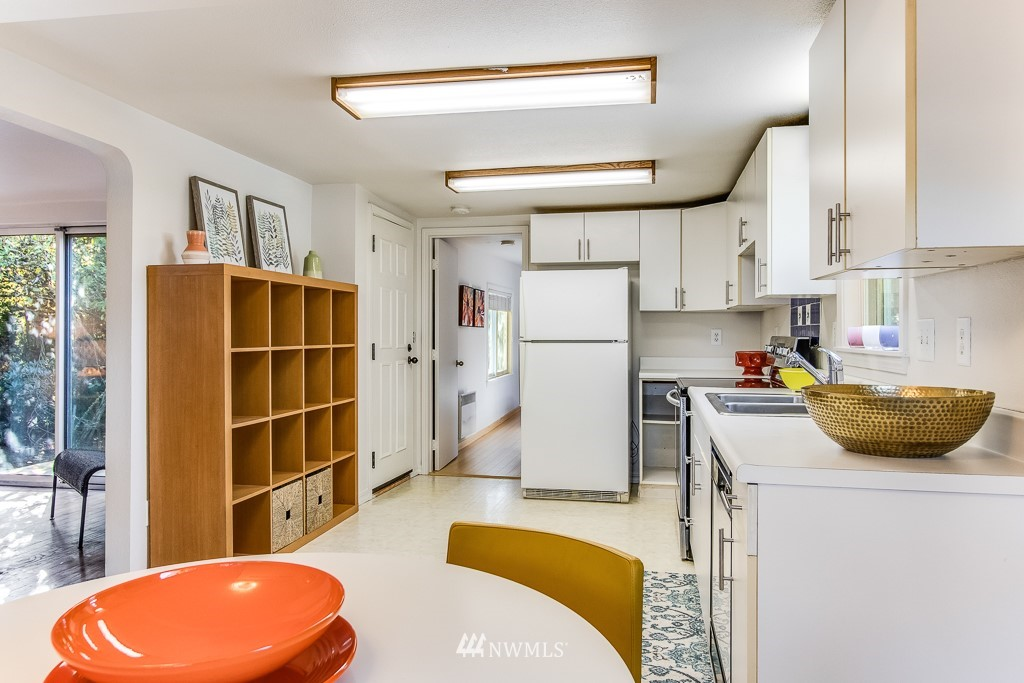 Sold Property   9217 38th Avenue S Seattle, WA 98118 6