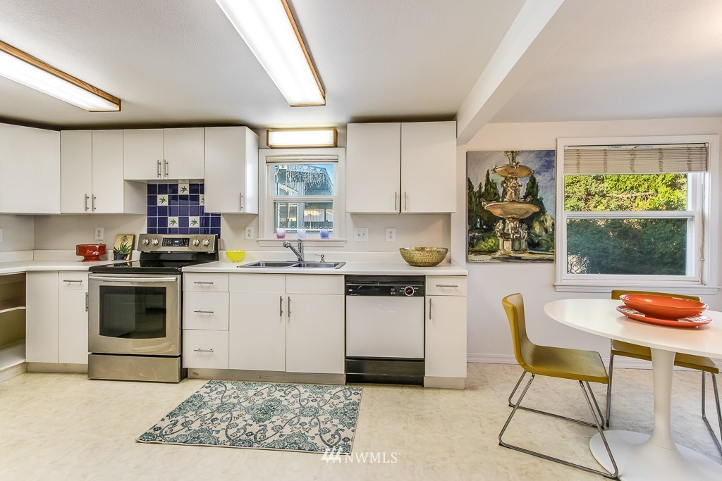 Sold Property   9217 38th Avenue S Seattle, WA 98118 4