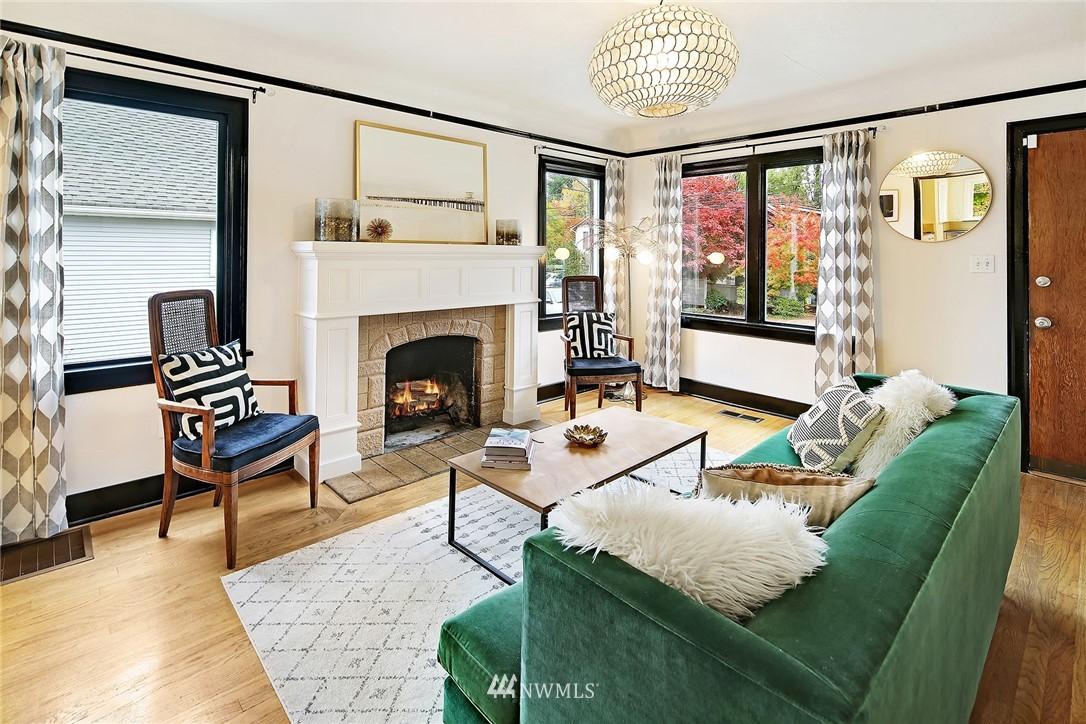 Sold Property | 1039 NE 91st Street Seattle, WA 98115 2