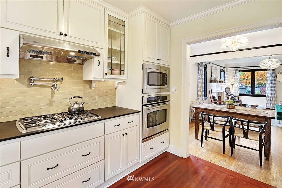 Sold Property | 1039 NE 91st Street Seattle, WA 98115 4