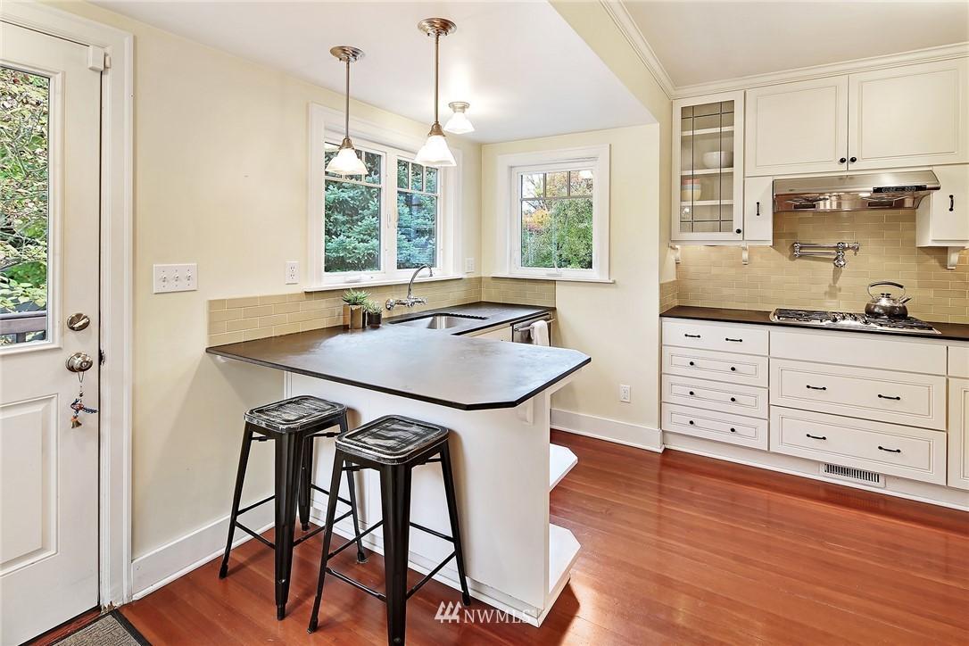 Sold Property | 1039 NE 91st Street Seattle, WA 98115 5