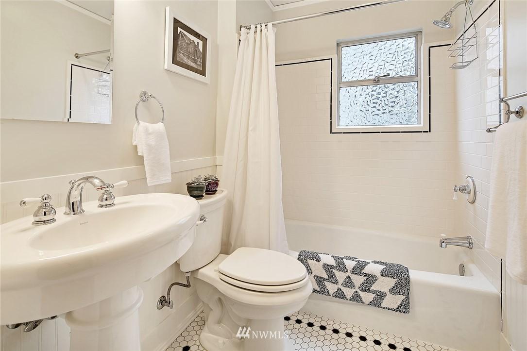 Sold Property | 1039 NE 91st Street Seattle, WA 98115 7
