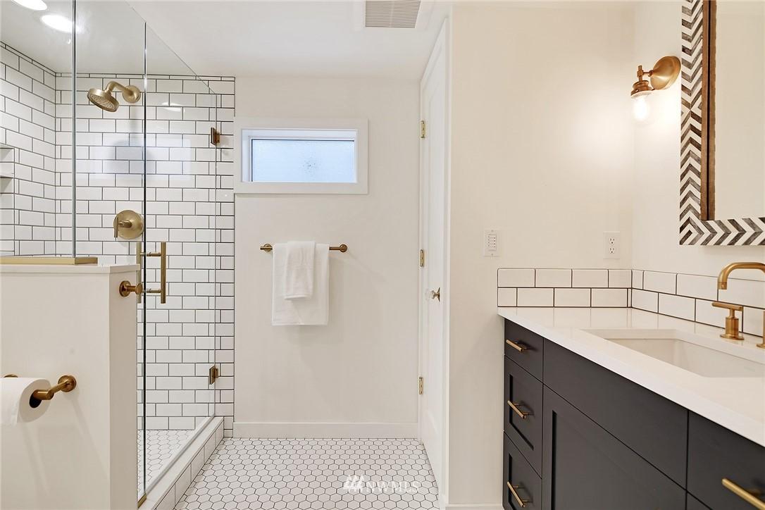 Sold Property | 1039 NE 91st Street Seattle, WA 98115 17