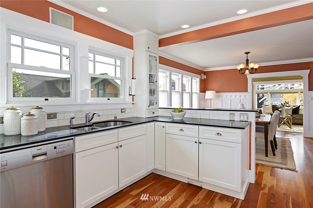 Sold Property | 2112 N 39th Street Seattle, WA 98103 8
