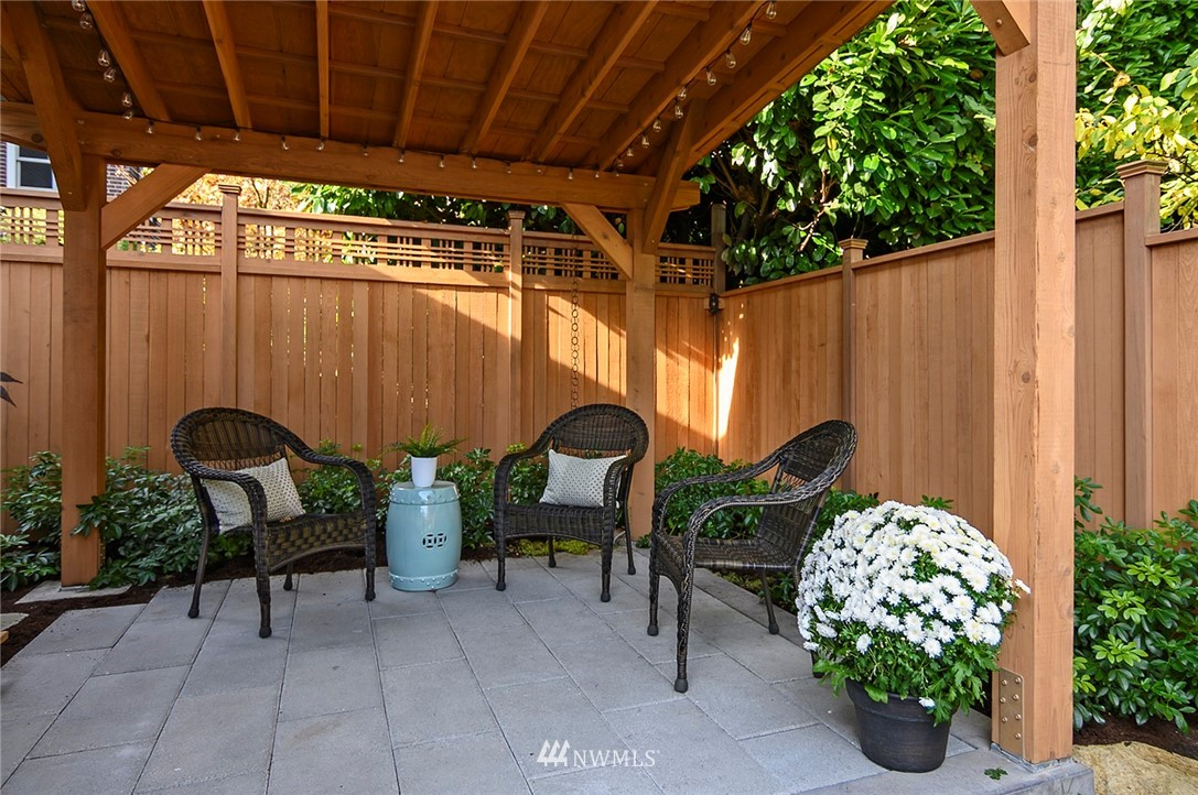 Sold Property | 2112 N 39th Street Seattle, WA 98103 19